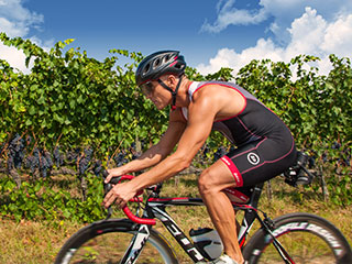 cyclists can enjoy a holiday in Tuscany doing sports. Travel Agency for bike tour near Florence, Siena, Val d'Orcia in Italy